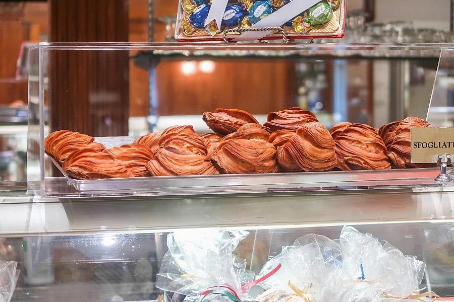 mentana vs ferrara bakery - photo#30