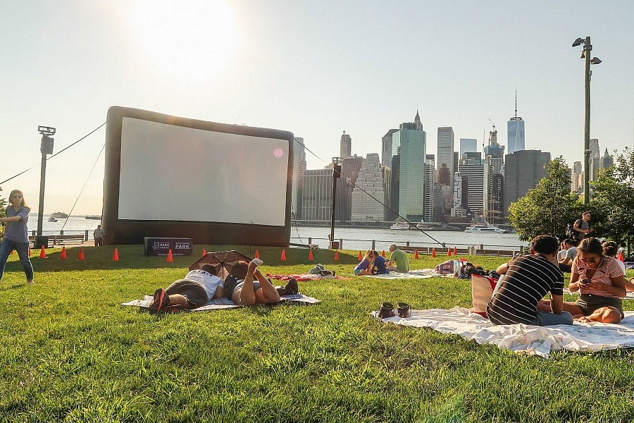 brooklyn-bridge-park-cinema-23