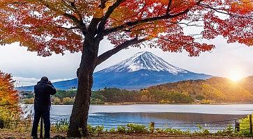Autumn Season and Fuji mountain at Kawaguchiko lake, Japan. Photographer take a photo at Fuji mt.