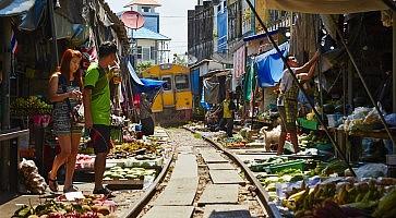 maeklong-train-market-f